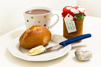 desayuno panecillo margarina chocolate