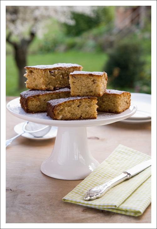 Greengage-Jam Cake
