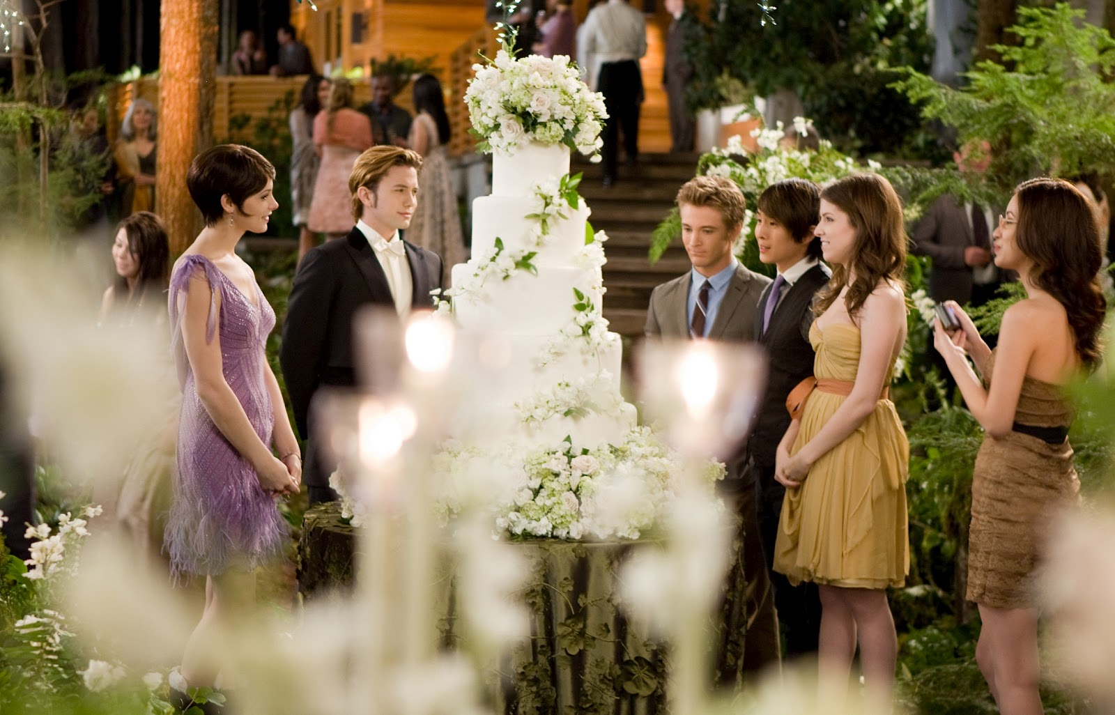 http://2.bp.blogspot.com/-hejzFjcTvvw/T7ZtKRWP9VI/AAAAAAAAA9E/caqYLaAmo-g/s1600/twilight-breaking-dawn-part-1-wedding-krsiten-stewart-and-robert-pattinson-3.jpg