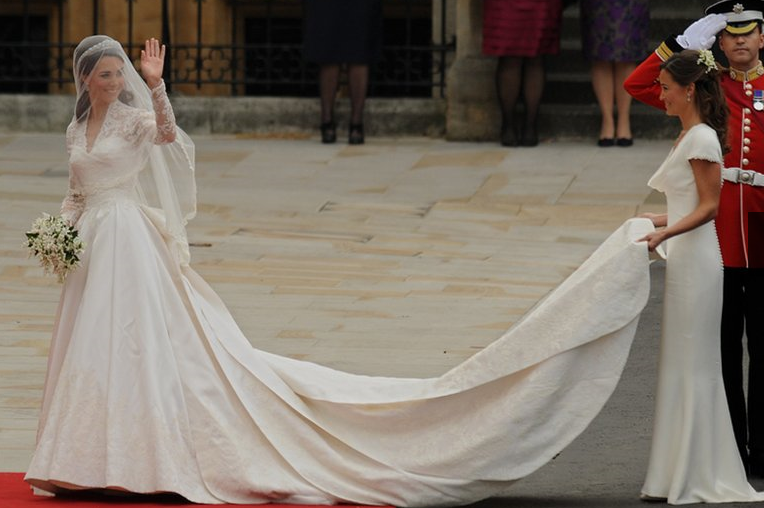 kate middleton dress. (Right: Pippa Middleton, the sister amp; maid of honour of the Duchess of Cambridge, Kate Middleton (Left) both in Sarah Burton at McQueen)