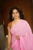 Singer Sunitha dazzling saree photos-thumbnail-15