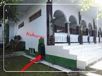 Sahkah Shalat Dalam Masjid Yang Ada Kuburannya?