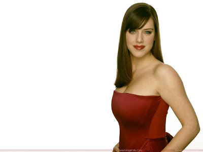 michelle_ryan_hot_wallpaper_in_red_fun_hungama_forsweetangels.blogspot.com