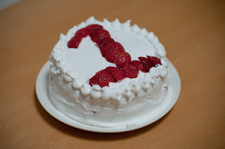 By nubobo (1st Birthday Cake (1歳の誕生日ケーキ)) [CC BY 2.0 (http://creativecommons.org/licenses/by/2.0)], via Wikimedia Commons