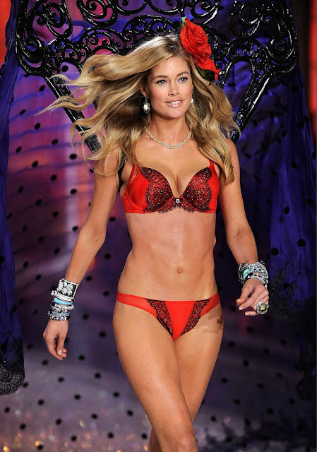 Doutzen Kroes Bra Pics|Doutzen Kroes Lingerie Photos|Doutzen Kroes Red Bra Pics