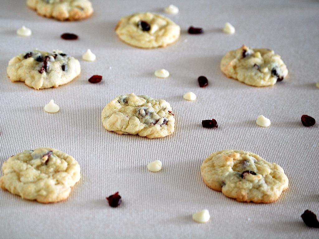 Cranberry White Chocolate Cookies: Week 4 of 12 Weeks of Christmas ...