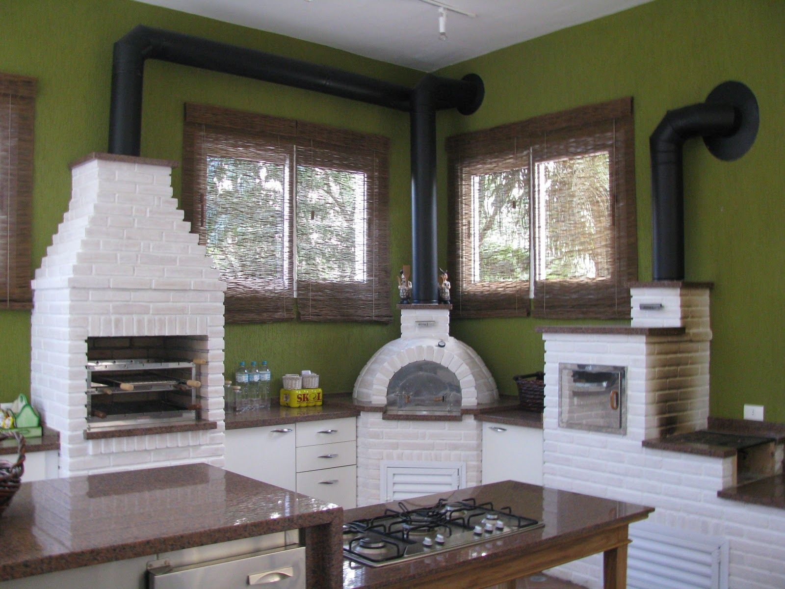 Churrasqueira fogão a lenha e forno para pizza em alvenartia com  #515828 1600 1200