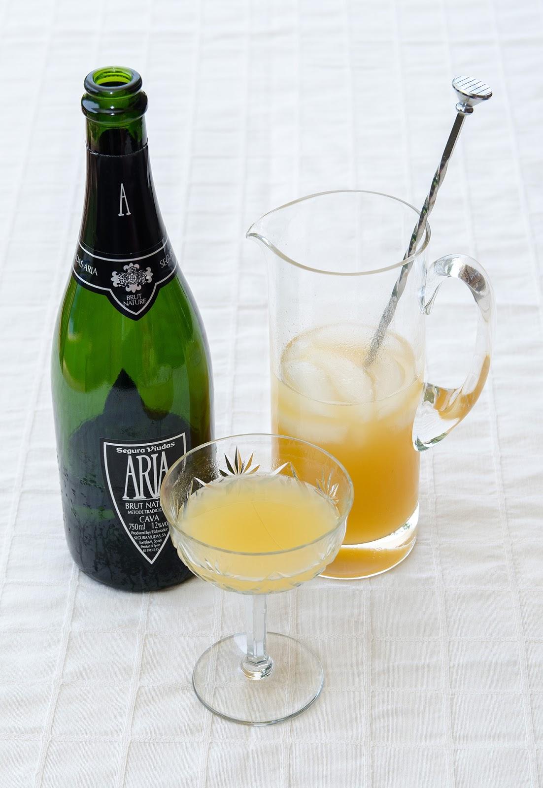 receta-prepara-coctel-bellini-bebida-melocoton-cava-facil-cocina-bruja