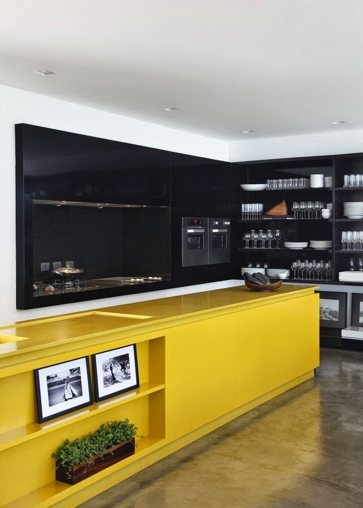 decoracao amarelo branco e preto:Yellow Kitchen Island
