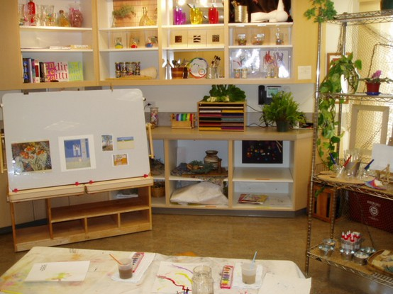 Reggio Classrooms http://www.letthechildrenplay.net/2011/09/learning-spaces-in-reggio-emilia.html