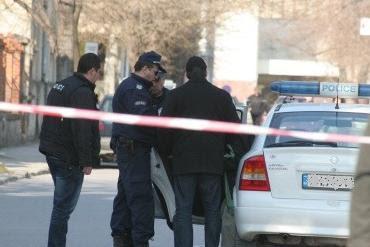 Полиция арестува белезници нападени банка
