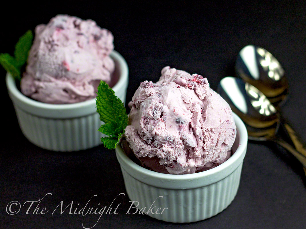 Spiked Blackberry Ice Cream | bakeatmidnite.com | #blackberryicecream #dessertswithliquor #desserts