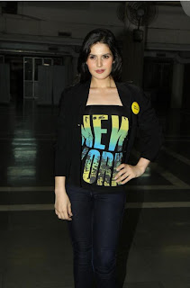 Zarine Khan at Wold No Tobacco Day Concert Pics ZarineKhan%2301