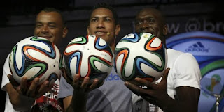 Cafu, Hernane et Clarence Seedorf ont présenté le ballon officiel de la Coupe du monde 2014.