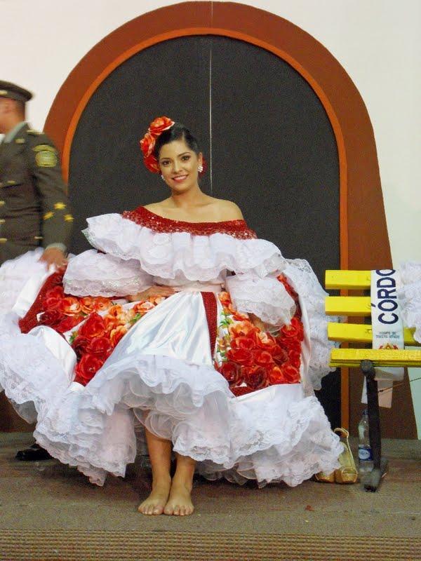 Bajo falda a colombiana en el metro de santiago - 3 part 2