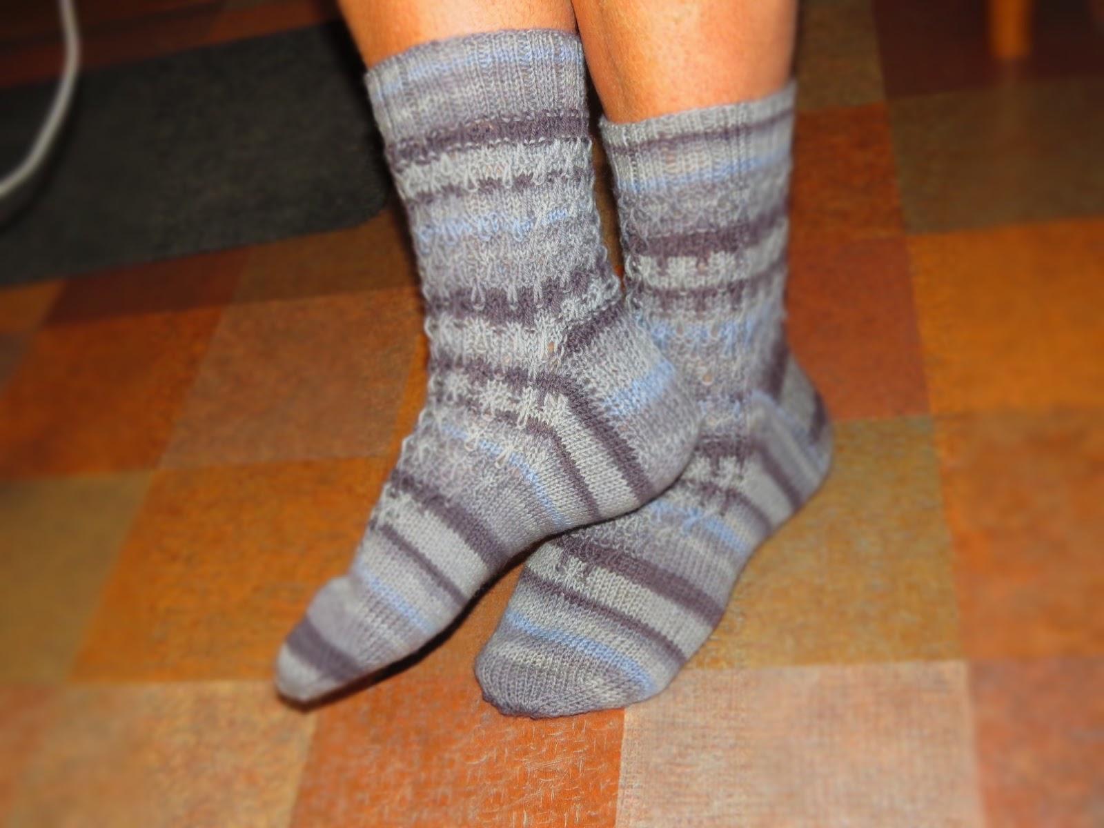Вязание двух носков одновременно