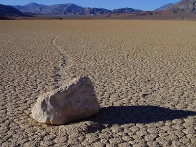 Fenomena Batu Bergerak Dengan Sendirinya