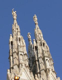 Guglia elemento situato a coronamento e a copertura di chiese, basiliche, cattedrali ecc con funzioni decorative