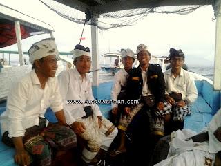 Suasana di Perahu / Boat saat penyeberangan ke pulau menjangan