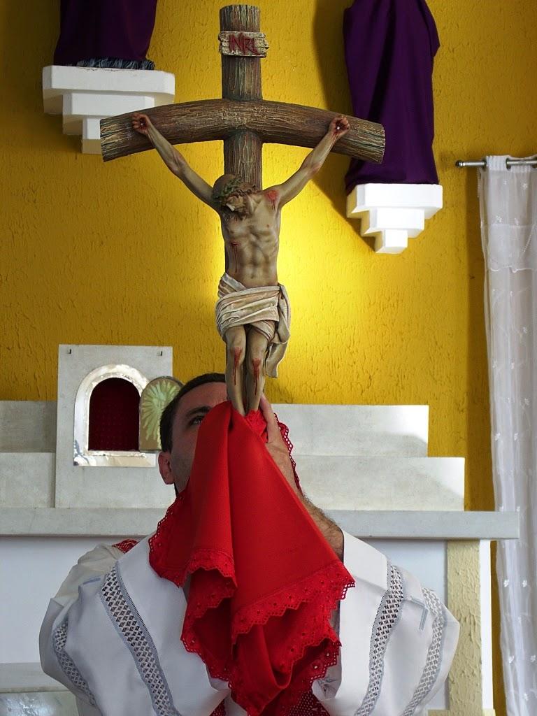 Imagens da celebração da Santa Cruz e Procissão com o Senhor Morto