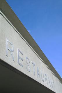 Fachada de un restaurante negocio de hostelería