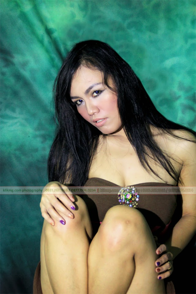 Chintya Ayunie Sexy Pose in Studio Model Indonesia ( Model Banyumas / Model Indonesia )