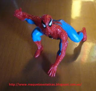 figura a escala de spiderman