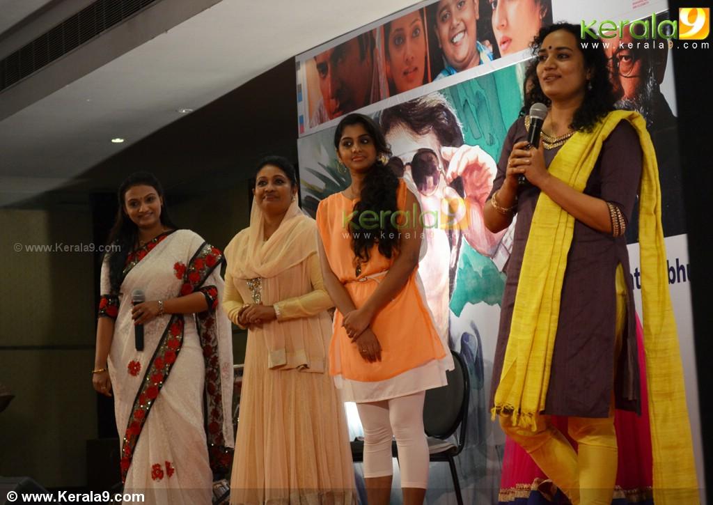 Meera Nandan hot navel show in saree and latest stills in churidar