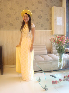 Weddding yellow Ao with hat