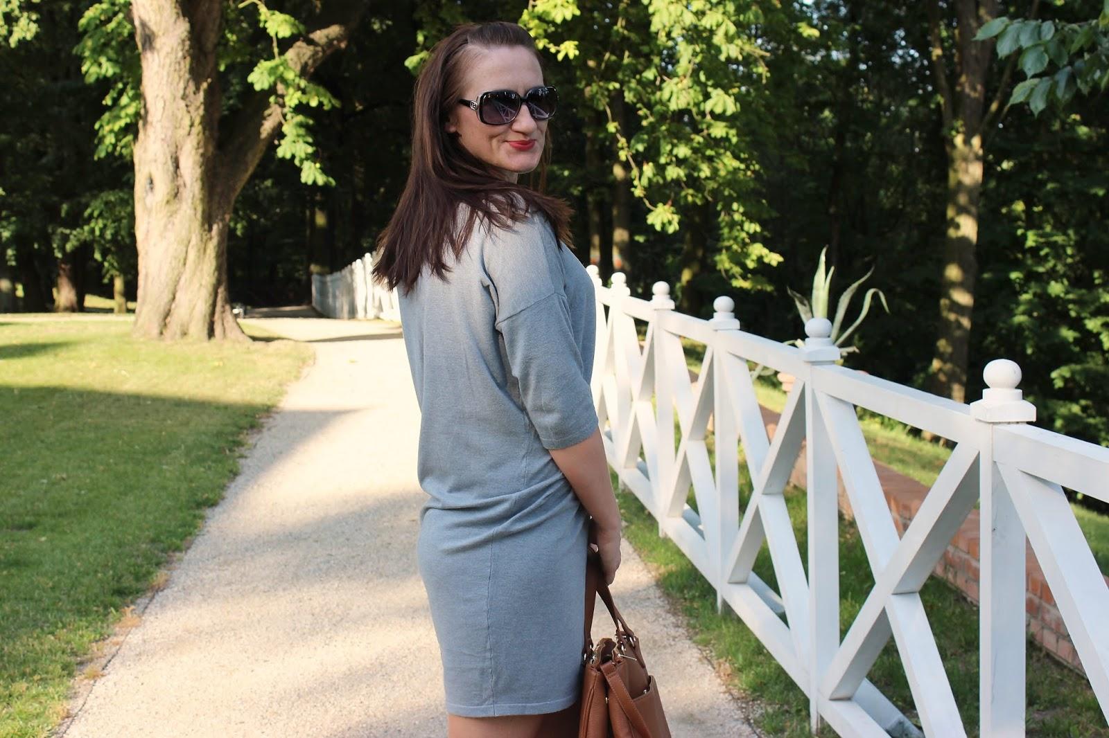 Jak ukryć brzuszek? Szara sukienka Mohito