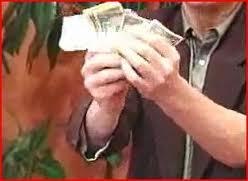 trik sulap sederhana uang keluar dari tangan