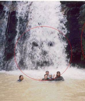 ... tersebut, nih ada beberapa contoh Foto Foto Hantu Terseram Di Dunia