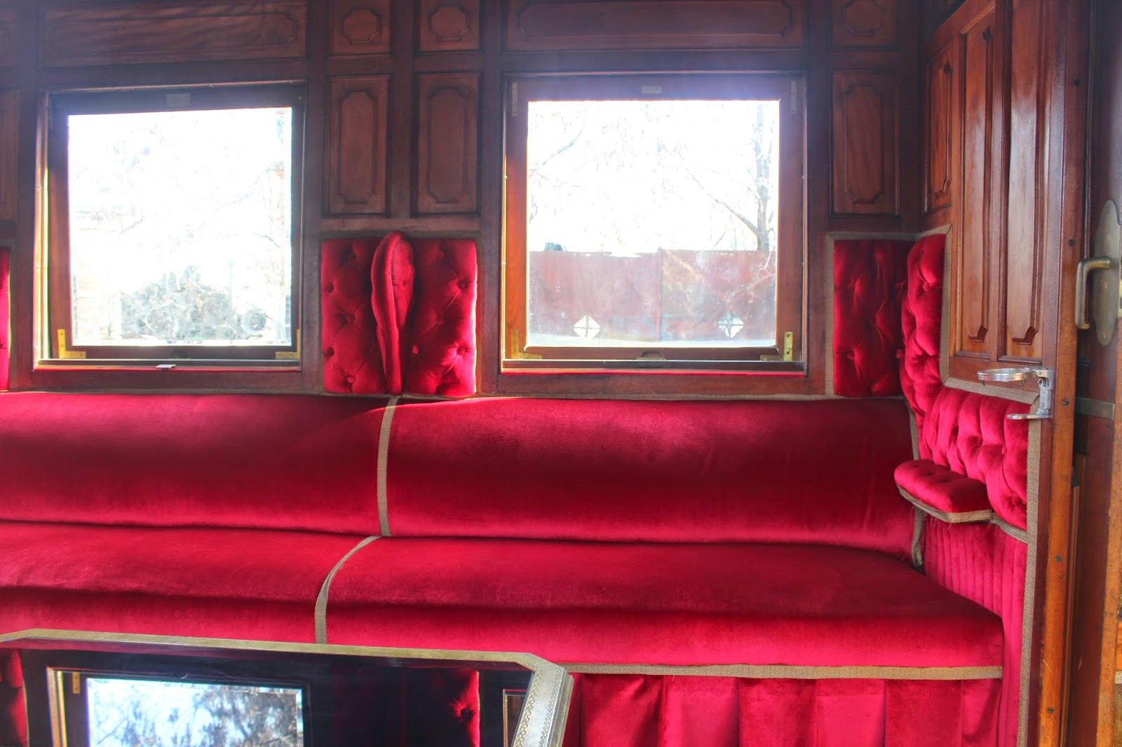 Interior de un tren de vapor antiguo