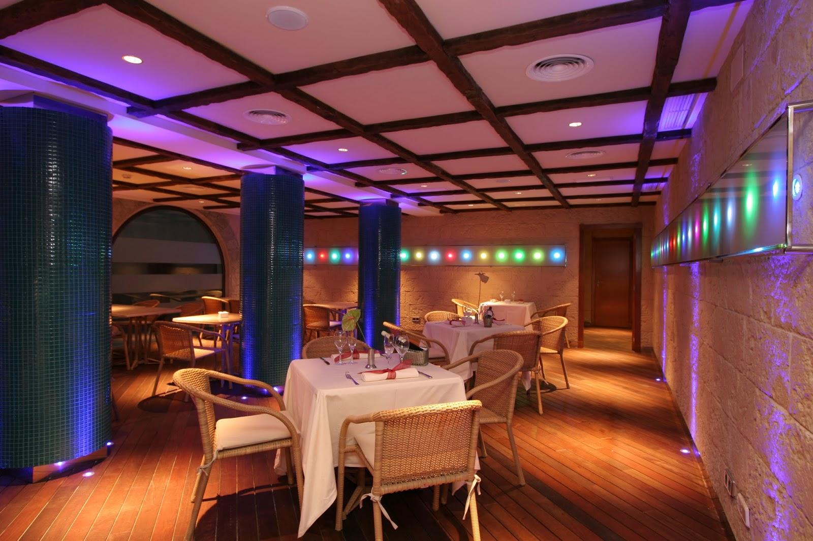 El bolo creativo restaurante de piscina hotel nixie palace for Alberca restaurante