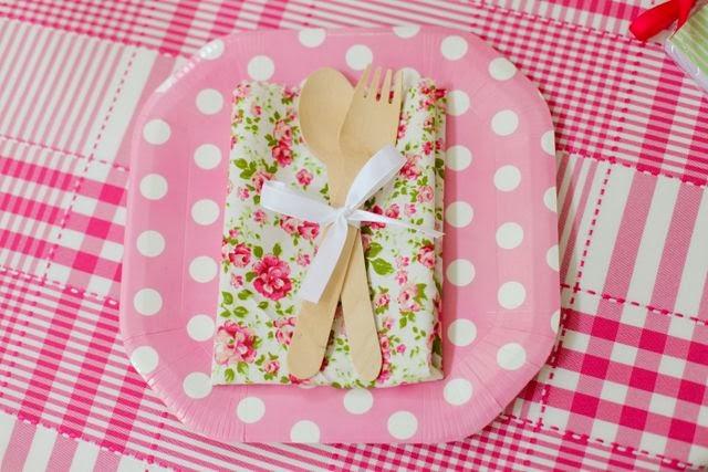 pratos de papel poá rosa
