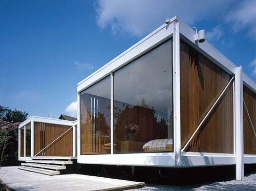 Bedroom design blog h shaped house is reinforced with for Simple glass house design