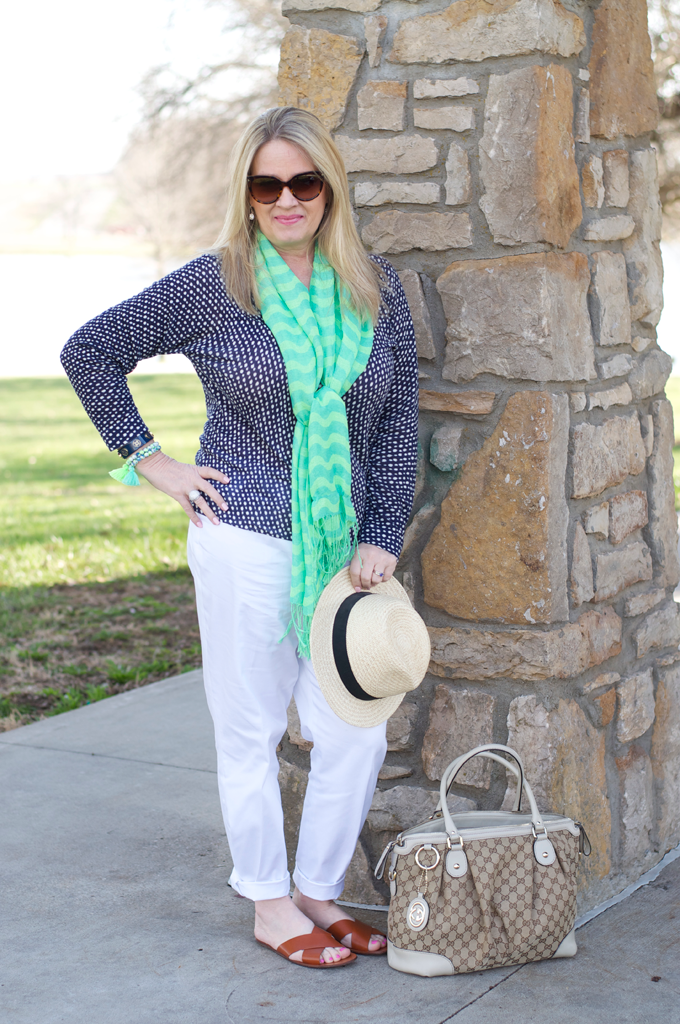 spring-outfit-with-white-pants