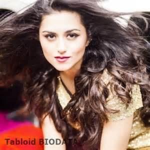 Biodata dan Foto Rinddhi Dogra Pemeran Savitri ANTV