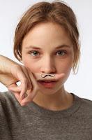http://www.essentielle.be/mode/mode-hommes/moustaches-par-ci-moustaches-par-la-67710.html