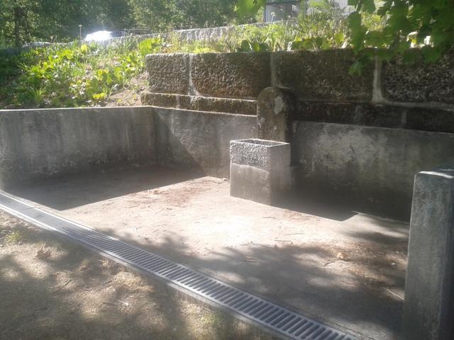 Fonte desativada do Parque de merendas