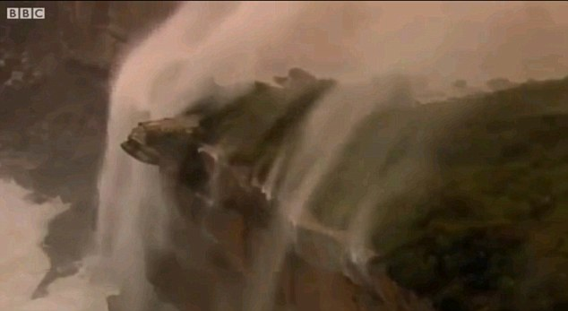 Air terjun mengalir ke atas