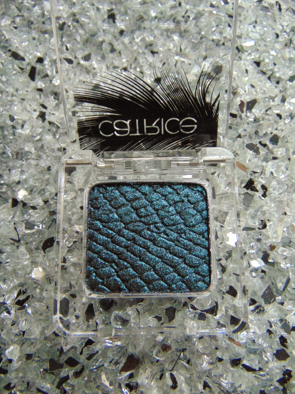 Feathered Fall - LE - Catrice - Luxury Eye Shadow - Peacocktail - C01 - www.annitschkasblog.de