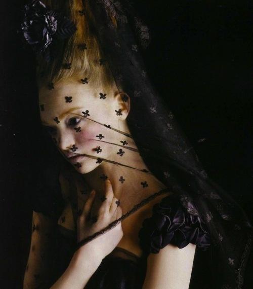 Vía Pinterest por Sophie de Rakoff en dark glamour Desde the-moth-princess.tumblr.com por Michelle Nicole