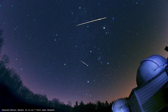 Mưa sao băng đêm 12/12/2012 ở công viên John Bryan, Yellow Springs, Ohio bởi nhiếp ảnh gia John Chumack.