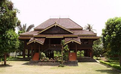 Rumah Nuwo Sesat (Rumah Adat Provinsi Lampung)