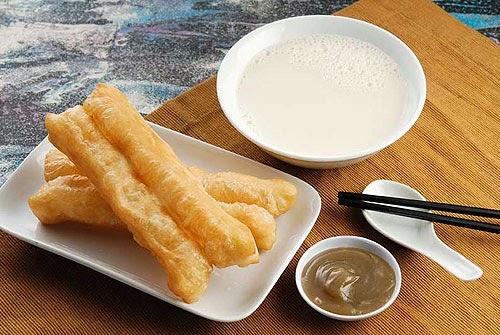 Youtiao dan susu kedelai Pics: http://www.wudaokou.com