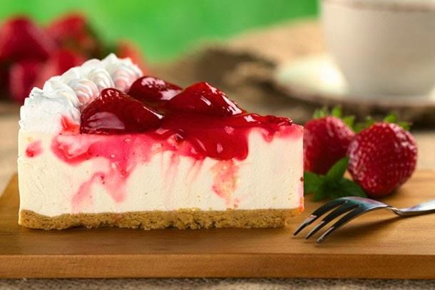 http://strawberrysue.com/2012/12/no-bake-strawberry-cheesecake/