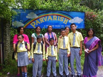 Students and teachers of Parvarish with guardians.