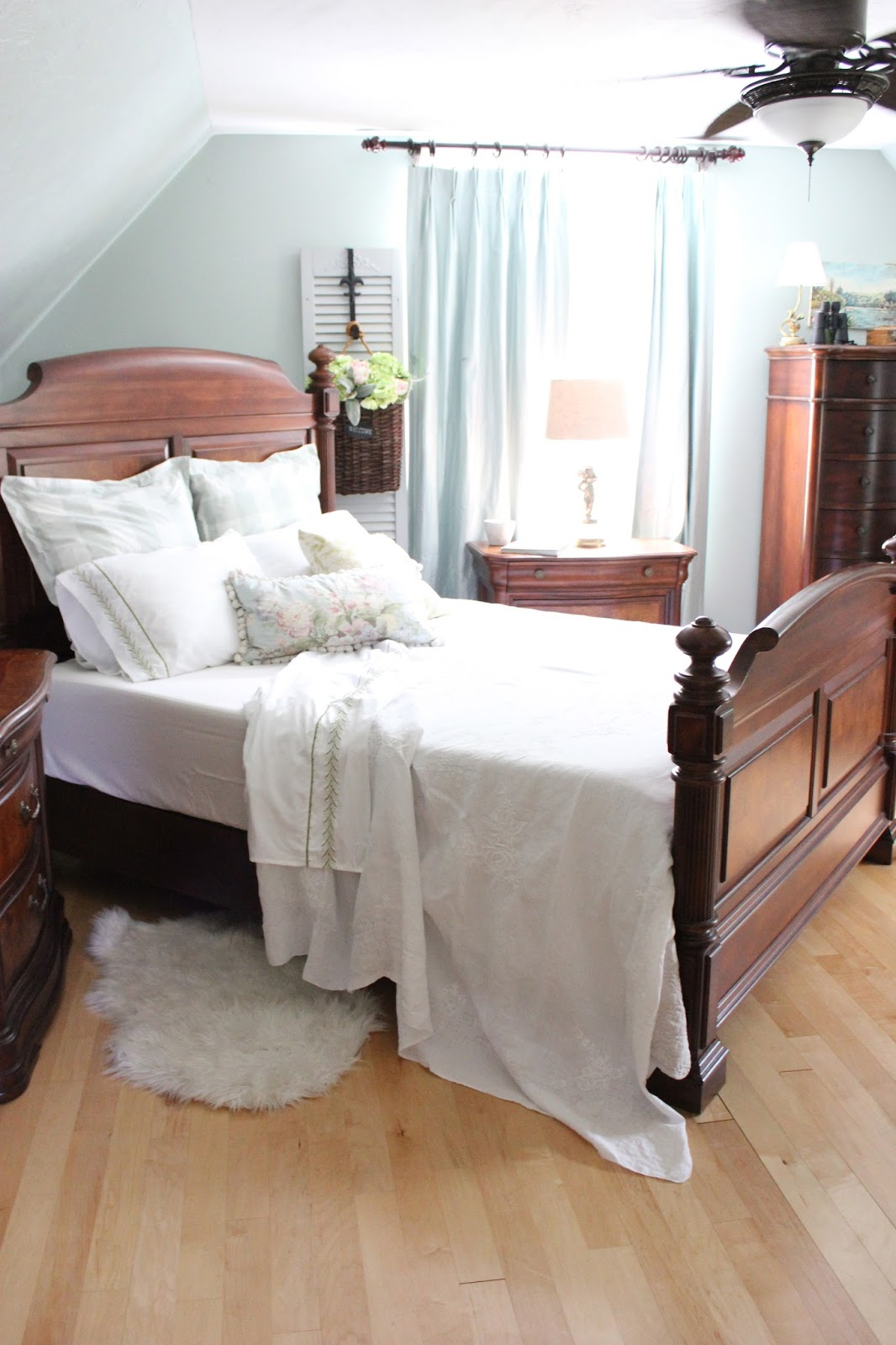 maison decor project design how to create a beautiful bed. Black Bedroom Furniture Sets. Home Design Ideas