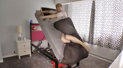 """Kasur UNik Colin Furze  """"High Voltage Ejector Bed"""""""